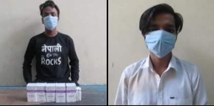 नक्कली स्टिकर टाँसेर औषधी बिक्री गर्ने मेडिकल संचालकसहित २ जना पक्राउ
